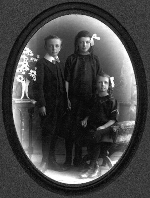 Ernest, Dorothy and Edith Neck